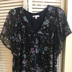 Cute top. Great for work and weekends!
